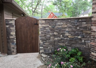 Primo_Outdoor_Living_Stone_Fence