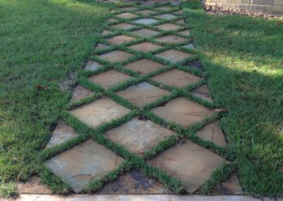 flagstone-walkway-grass