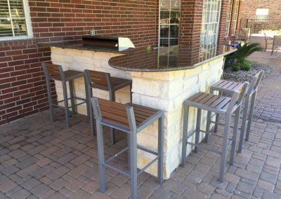 outdoor-kitchen-w-chopped-limestone-veneer-granite-counter-top-bar